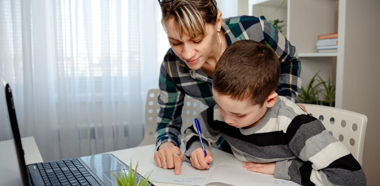 Как организовать рабочее место школьника дома?