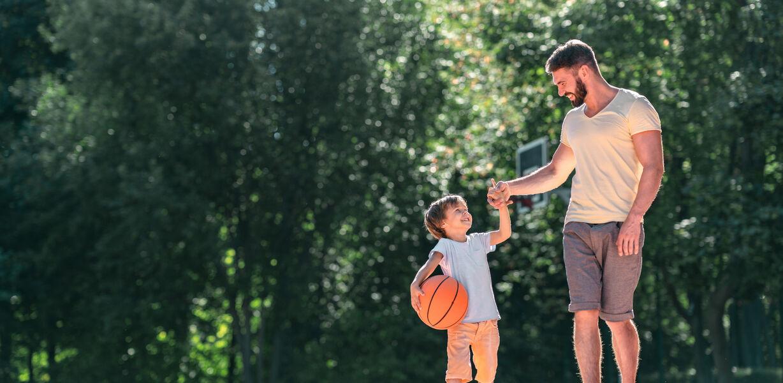 Активные игры с отцом развивают у ребенка самоконтроль